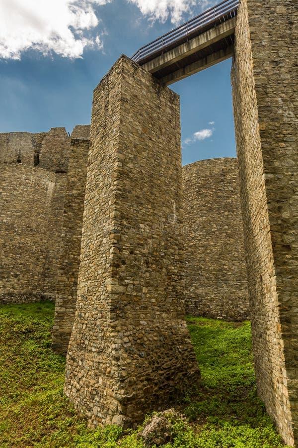 Außenwände von Neamt-Festung stockfotografie