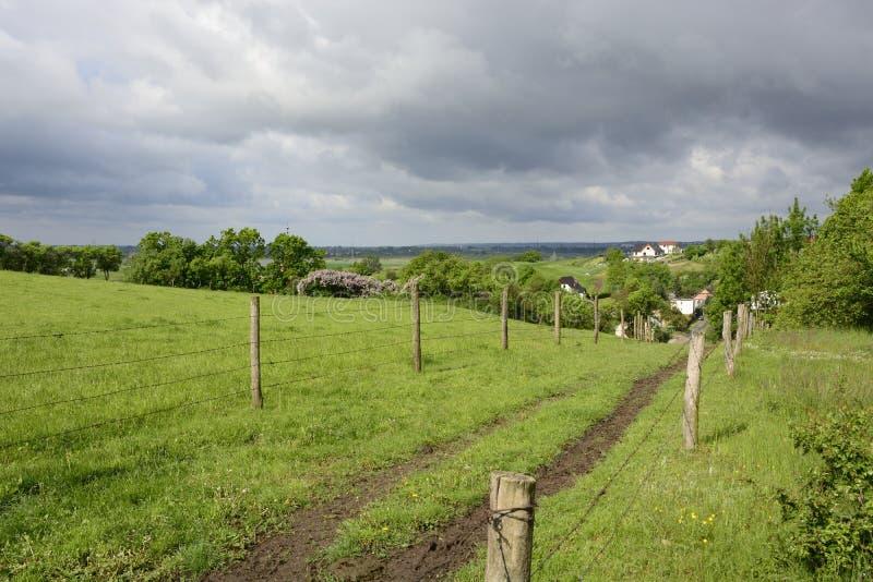 Außerhalb der Stadt - ländliche Landschaft stockfoto