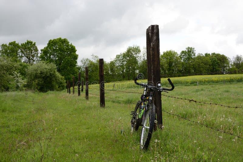 Außerhalb der Stadt - ländliche Landschaft lizenzfreies stockbild