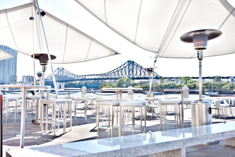 Au?erhalb des Patios oder des Entspannungsbereichs von Brisbane-Stadt, Queensland, Australien lizenzfreies stockfoto