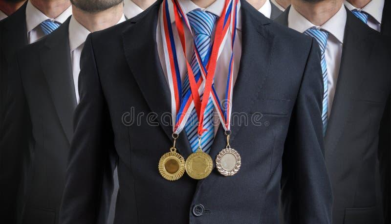 Außerordentlicher erfolgreicher Angestellter wurde für seine ausgezeichneten Fähigkeiten zugesprochen lizenzfreies stockfoto