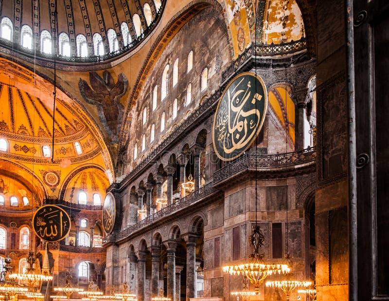 Außerordentlicher Innenraum Hagia Sophia führt Istanbul die Türkei - AR einzeln auf stockfotos