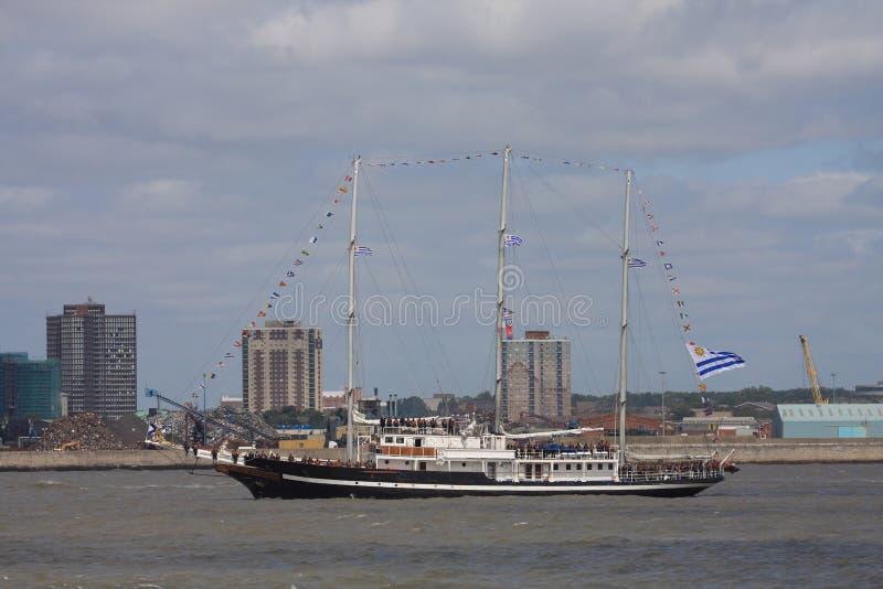 Au défilé grand de bateaux de la voile photographie stock