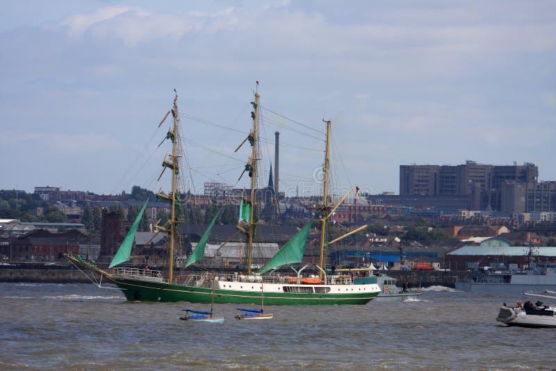 Au défilé grand de bateaux de la voile photographie stock libre de droits
