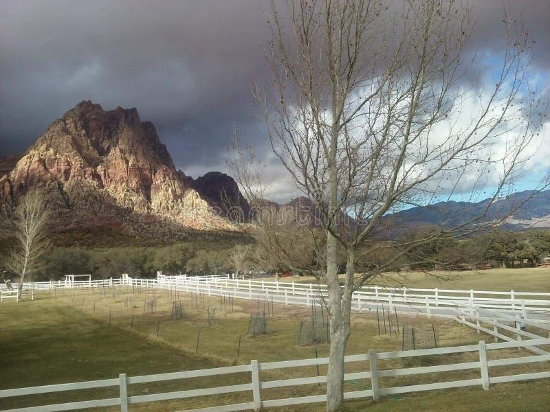 Au delà des lumières : Un jour d'hiver en dehors de Las Vegas images stock