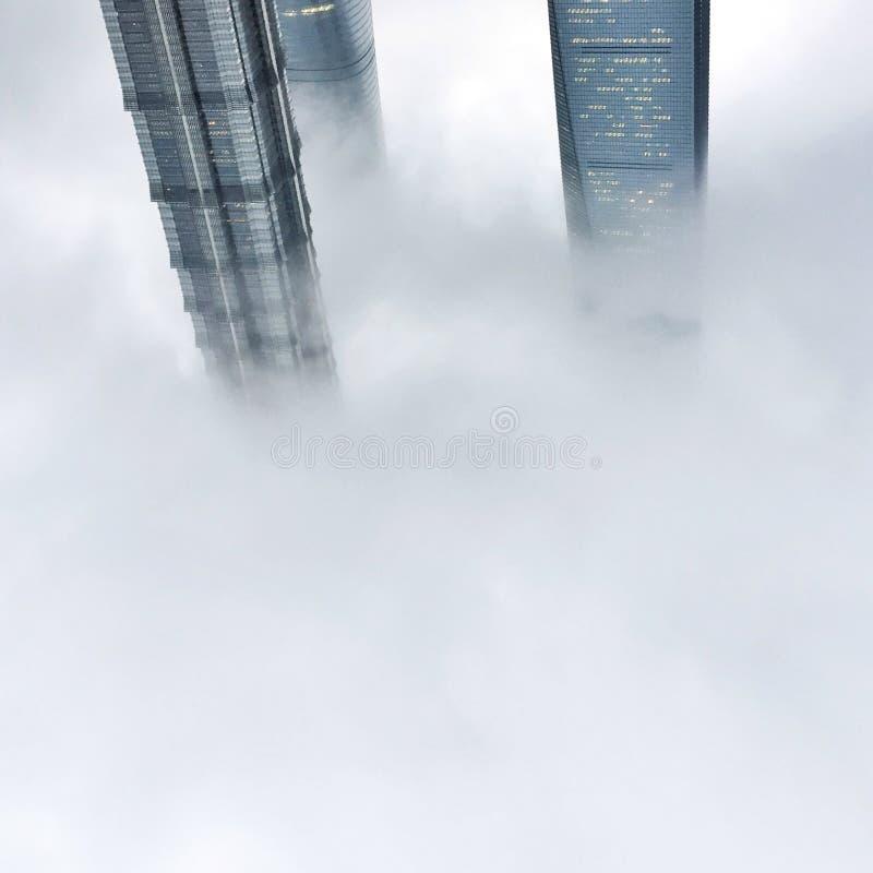 Au delà du nuage image stock