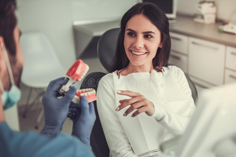 Au dentiste images stock