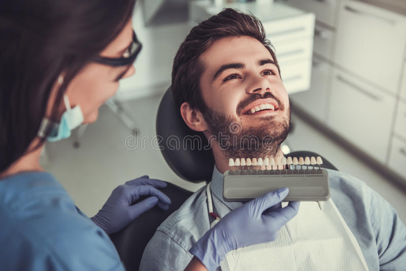 Au dentiste image stock