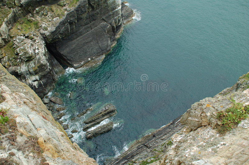 Au-dessus de la falaise images stock