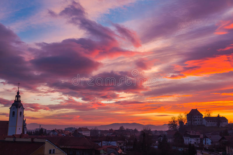 au-dessus de la ville de coucher du soleil image libre de droits