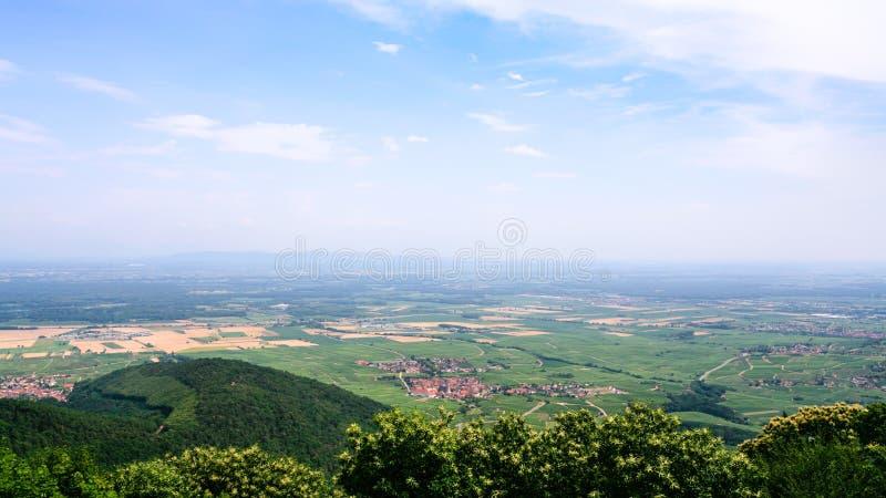 au-dessus de la vue du village de Saint-Hippolyte en Alsace image libre de droits