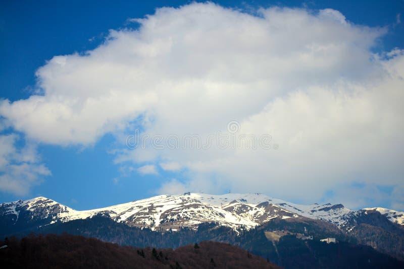 Au-dessus des montagnes photos libres de droits