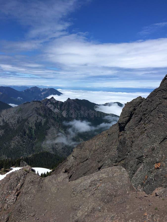 Au-dessus des montagnes du nord-ouest Pacifiques photos stock