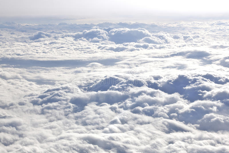 Au-dessus des nuages images libres de droits