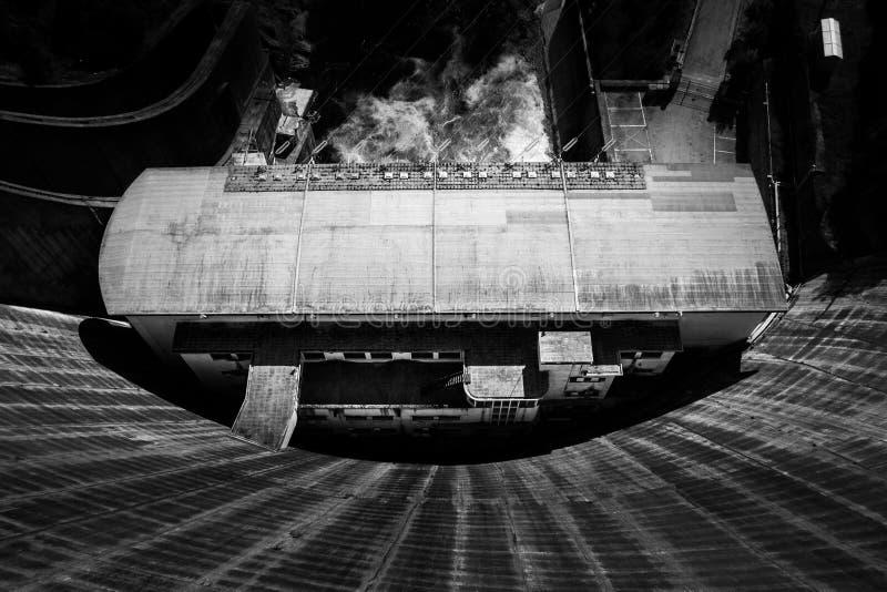 Au-dessus du barrage image stock