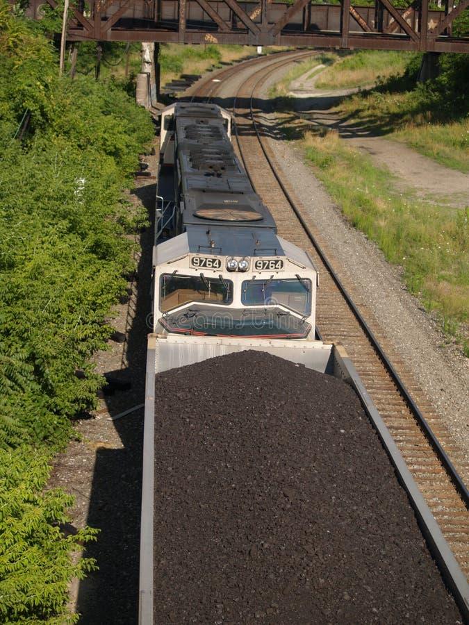 Au-dessus du train de charbon photo stock