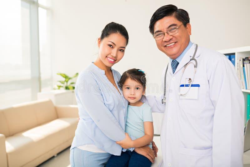 Au pédiatre photo libre de droits