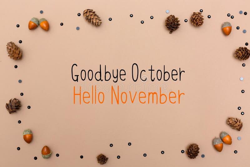 Au revoir message d'octobre bonjour novembre avec le thème d'automne images libres de droits