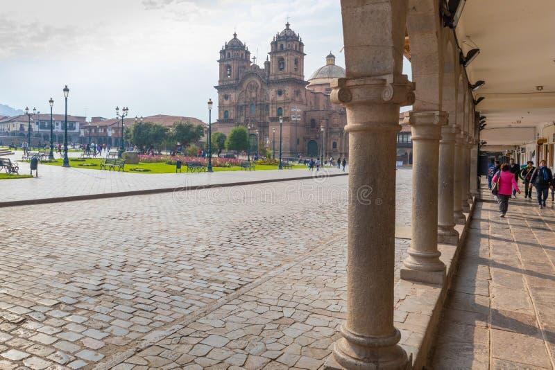 Au sol de défilé vu des arcades Pérou de Cusco photo libre de droits