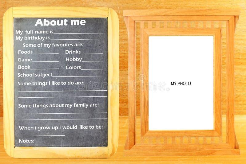 Au sujet de moi moi-même exprimez le texte de concept dans le tableau noir avec la pièce de cadre pour la photo ou le texte photos libres de droits