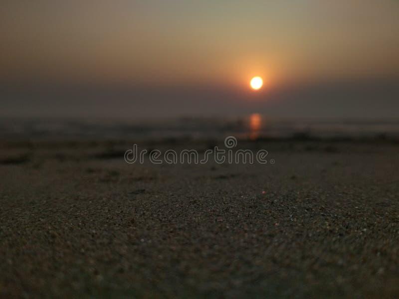 Au temps de coucher du soleil images stock