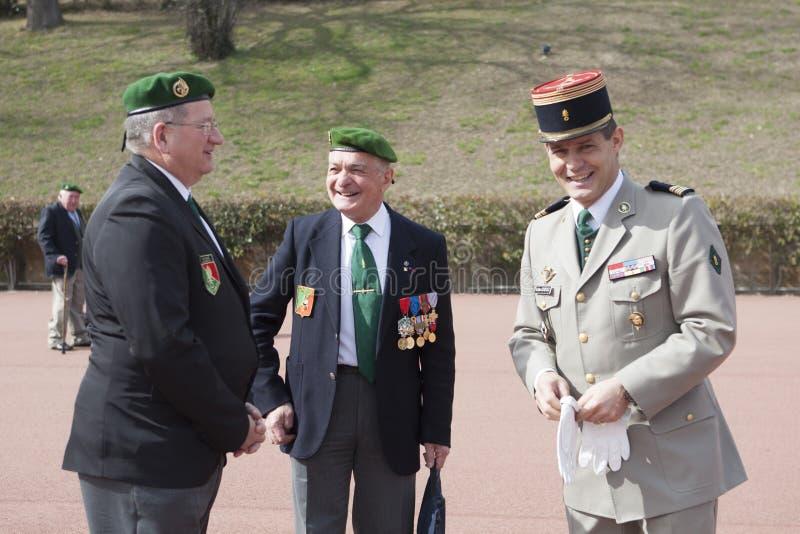 Aubagne, França 11 de maio de 2012 Veteranos junto com o coronel do primeiro regimento estrangeiro imagem de stock