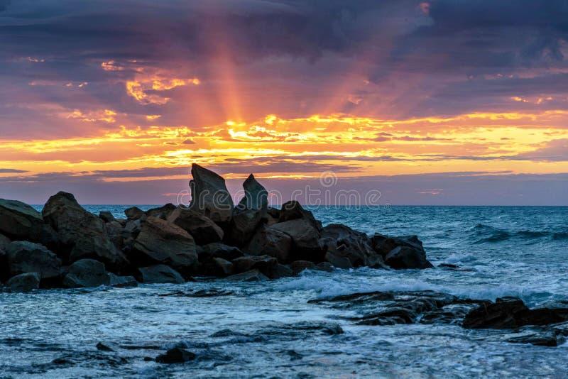 Aube à la baie d'Opollo, grande route d'océan, Victoria, Australie photographie stock