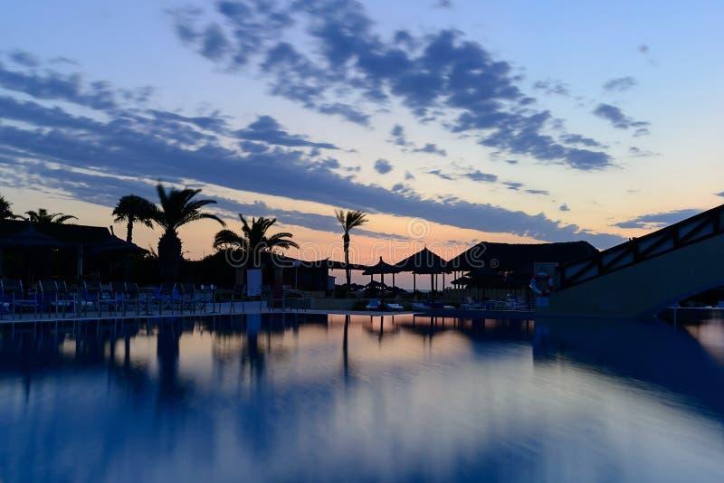 Aube au bord de la piscine, Mahdia, Tunisie images libres de droits