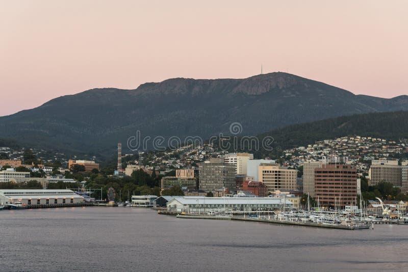Aube au-dessus de Hobart du centre, Australie photos stock