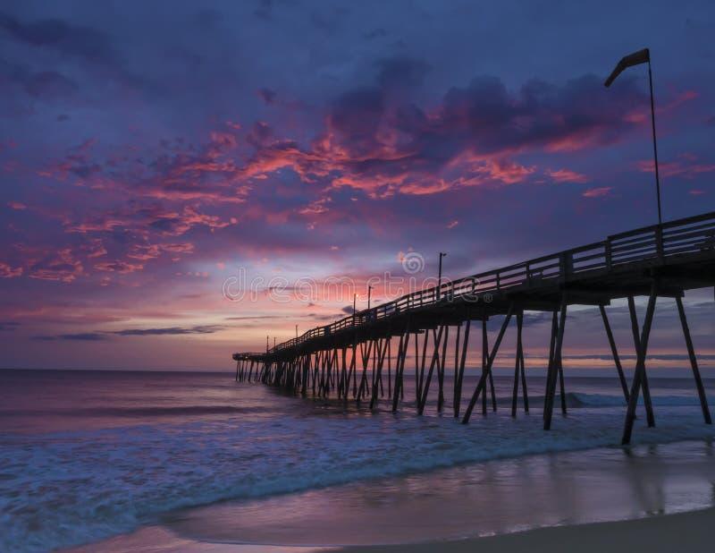 Aube chez Avalon Fishing Pier images libres de droits