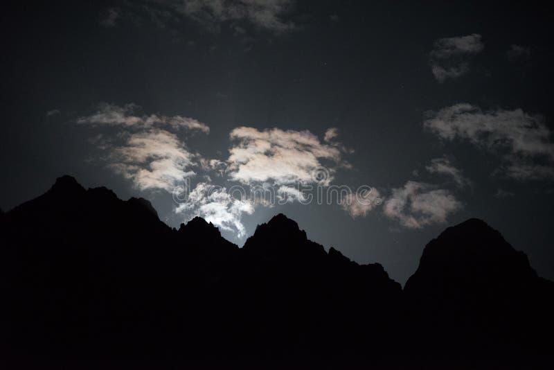 Aube de la lune images stock