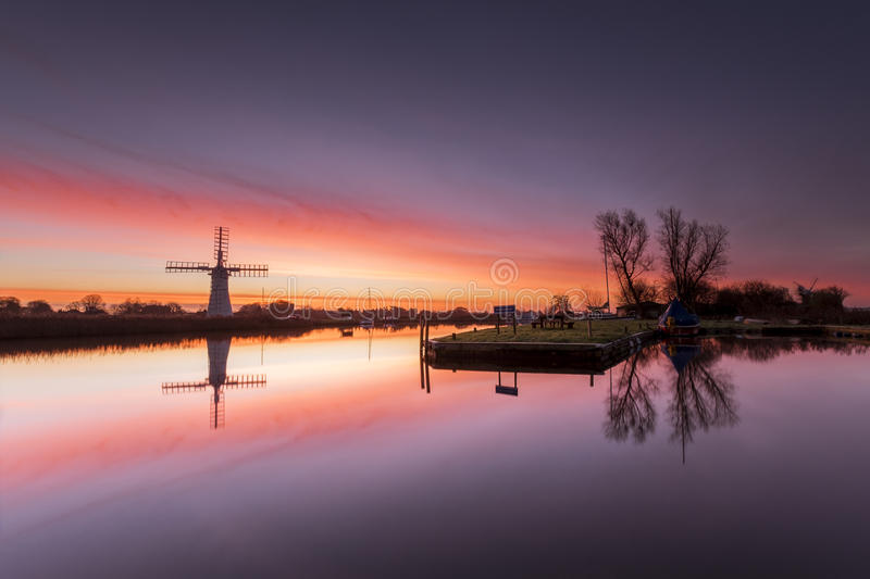 Aube de moulin de Thurne photos libres de droits