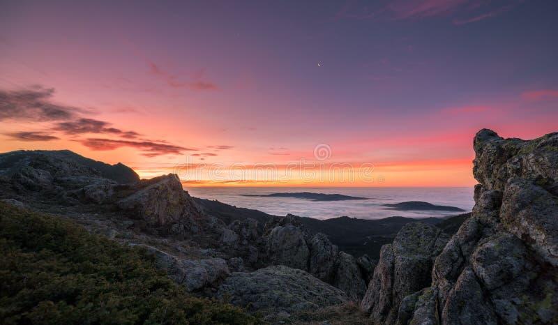Aube des montagnes photographie stock