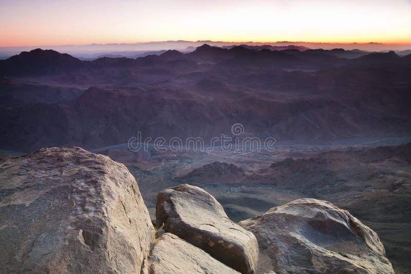 Aube en montagnes de Sinai images stock