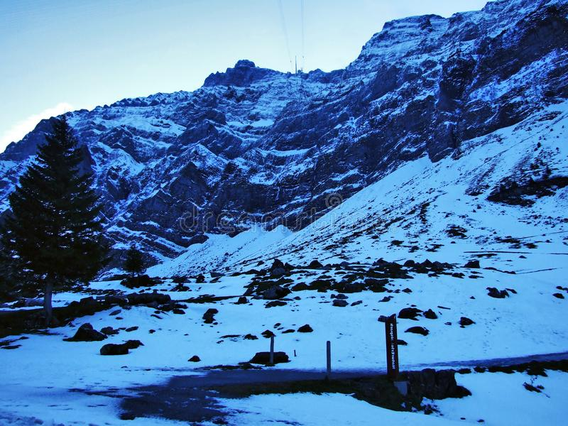 Aube et crépuscule sous le dessus de Santis et du massif Alpstein de montagne photo libre de droits