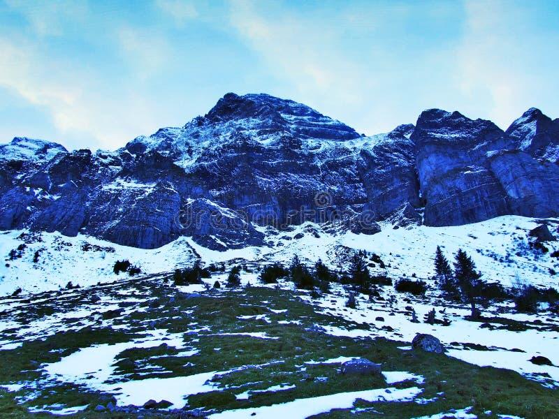 Aube et crépuscule sous le dessus de Santis et du massif Alpstein de montagne photo stock