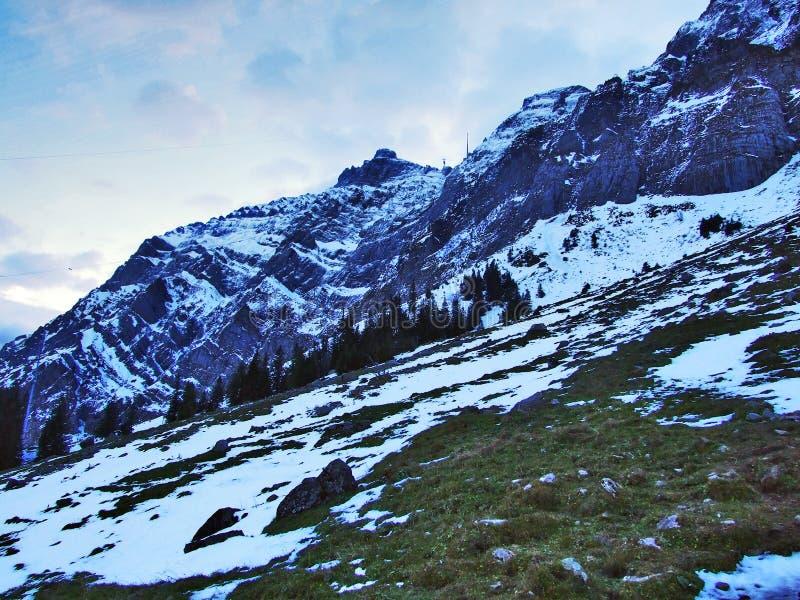 Aube et crépuscule sous le dessus de Santis et du massif Alpstein de montagne photos stock
