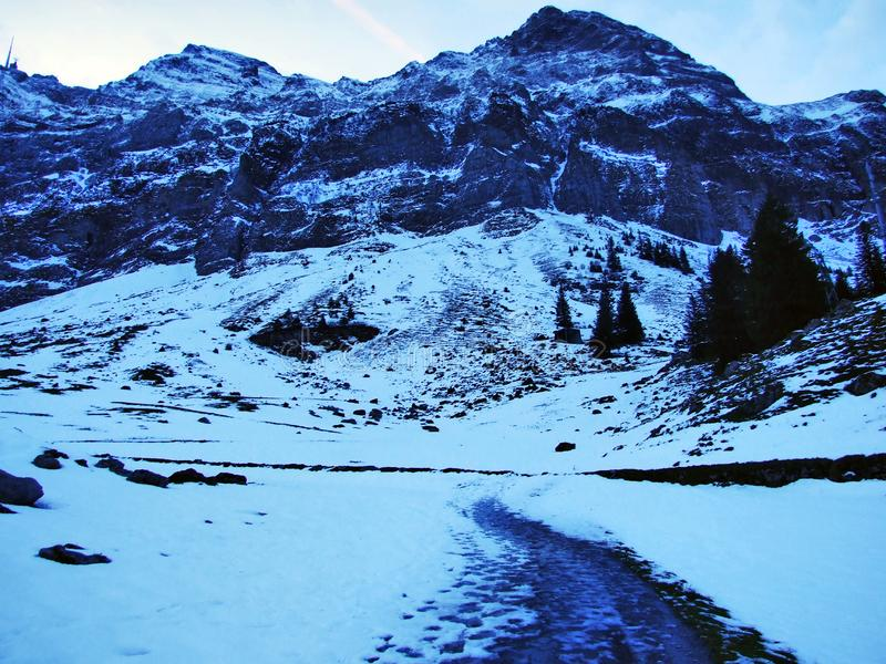 Aube et crépuscule sous le dessus de Santis et du massif Alpstein de montagne image libre de droits