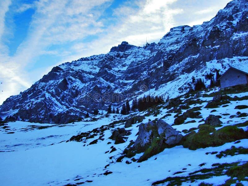 Aube et crépuscule sous le dessus de Santis et du massif Alpstein de montagne photos libres de droits