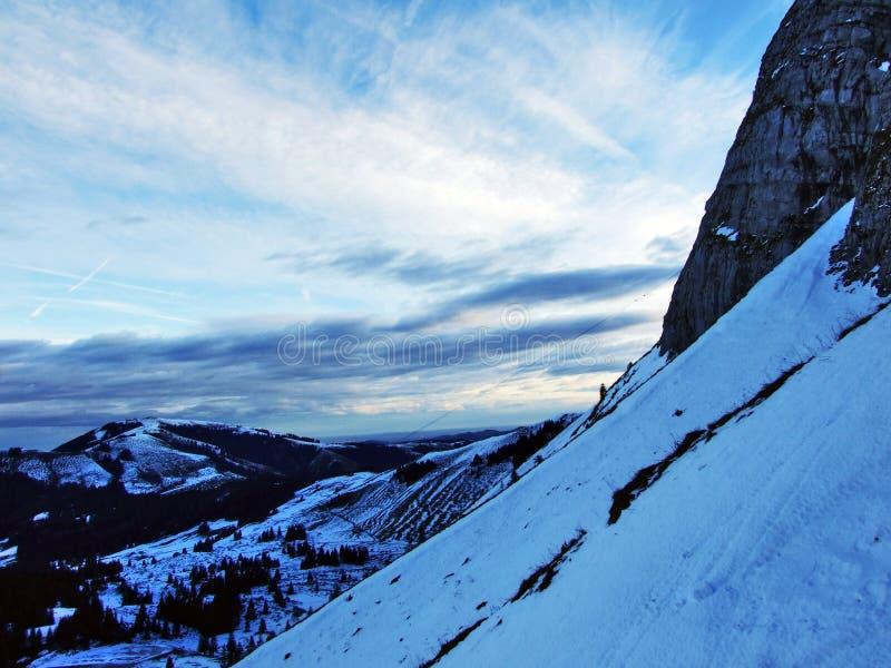 Aube et crépuscule sous le dessus de Santis et du massif Alpstein de montagne photographie stock