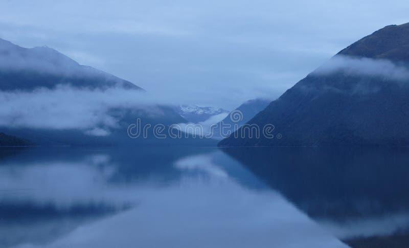 Aube sur le lac Rotoiti image stock