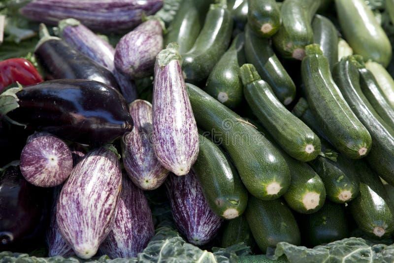 aubergine aubergine courgette et courgette photo stock image du l gume vert 18956624. Black Bedroom Furniture Sets. Home Design Ideas