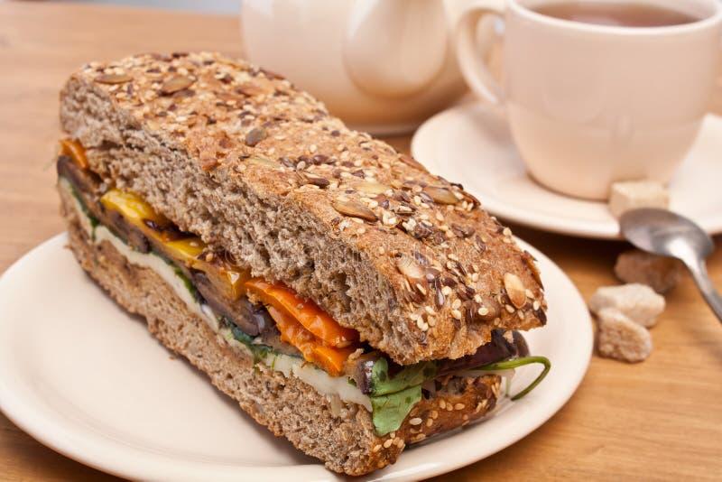 Aubergine de Taosted et sandwich à poivre images stock