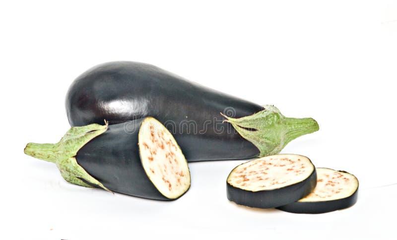 Aubergine en secties stock afbeeldingen