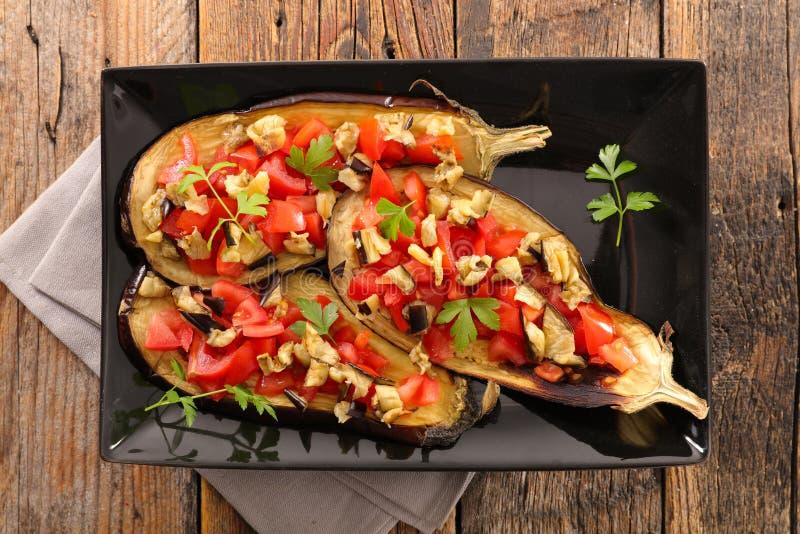 Aubergine et tomate cuites au four photographie stock libre de droits