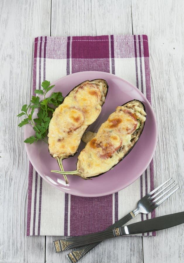 Aubergine Gebacken Mit Gemüse Und Käse Lizenzfreie Stockfotografie