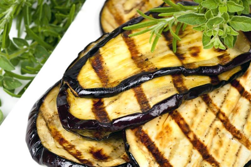 aubergine grillade skivor arkivbild