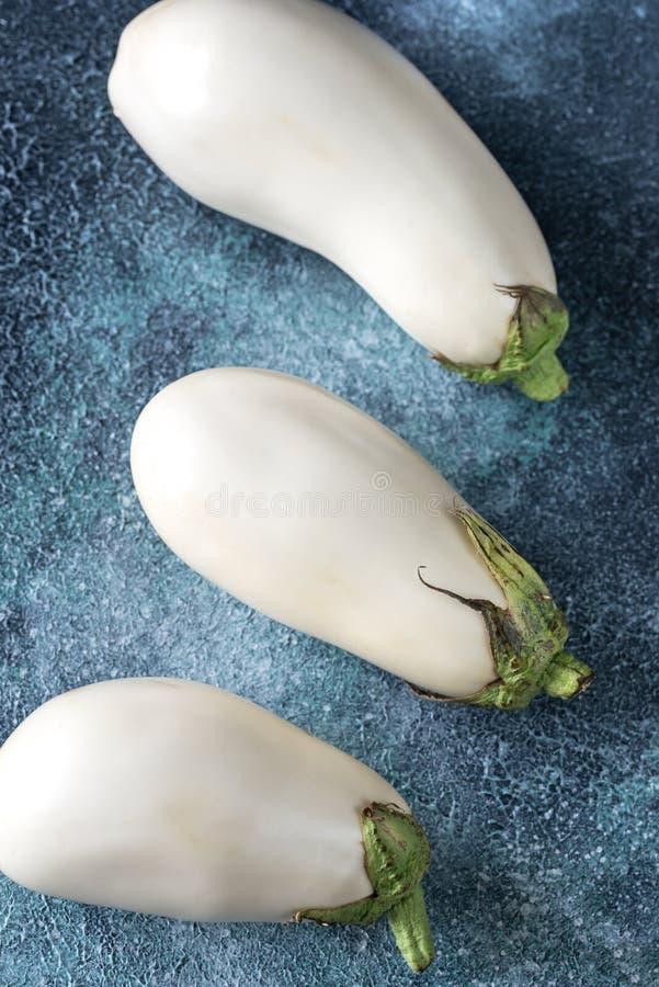 aubergines biały fotografia stock
