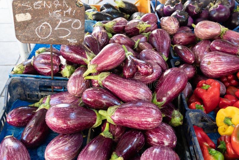 Aubergines en peper stock afbeeldingen