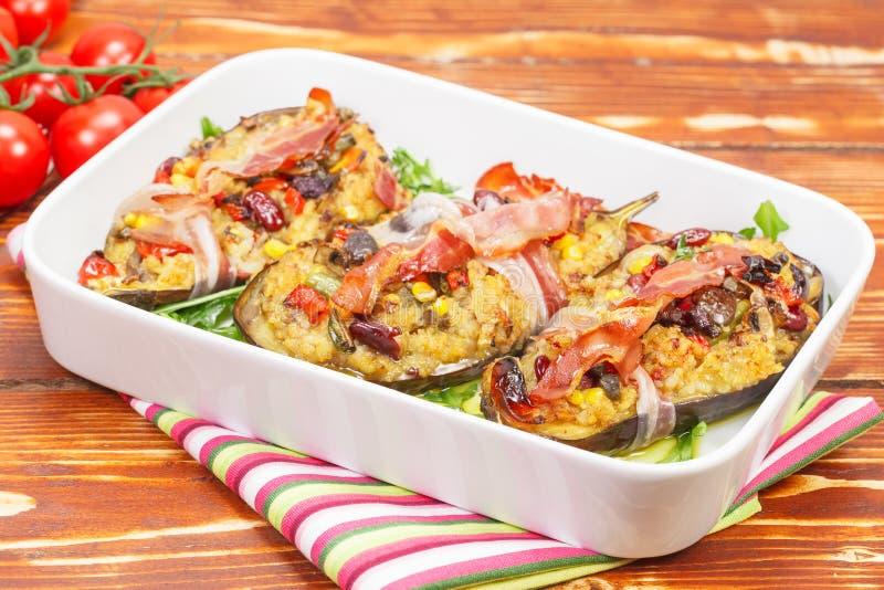 Aubergines met bacon stock afbeelding